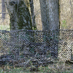 """Camo Unlimited Portable Ground Blind Camouflage Netting 3-D Leaf Like Foliage 38""""x10' with 4 Collapsible Fiberglass Polls Green/Brown"""